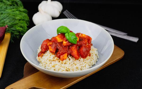 Kanafilee tomatikastmes pruuni riisiga